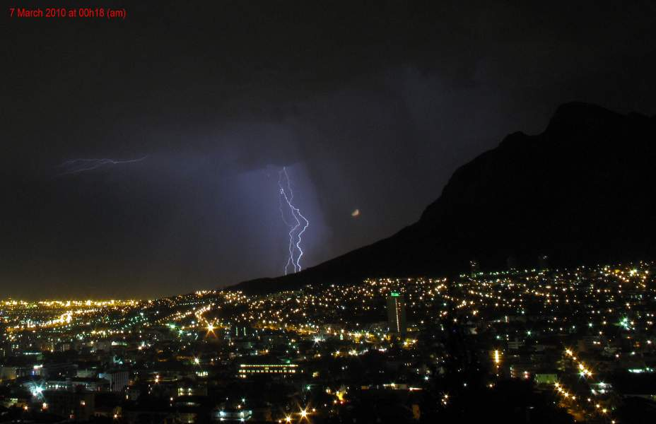 Cape Town lightning early morning 7 march 2010